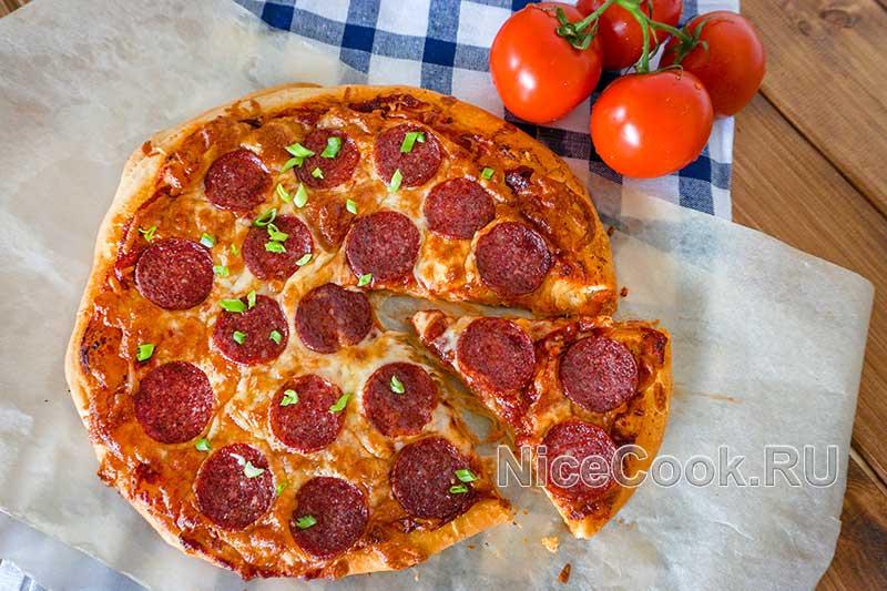 Домашняя пицца пепперони - готовая пицца