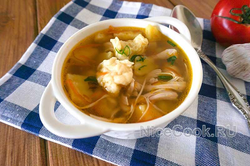 Куриный суп с клецками - подача