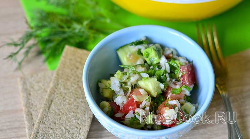 Салат с авокадо огурцами и помидорами - готовый салат