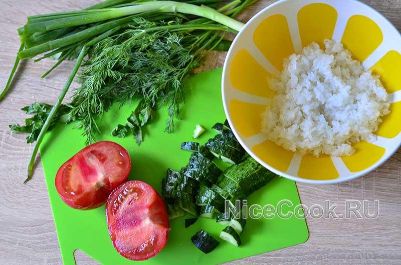 Салат с авокадо огурцами и помидорами - нарезаем овощи