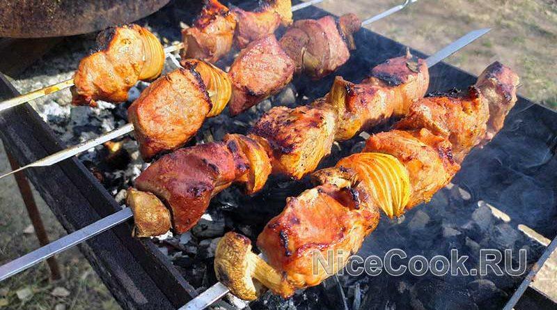 Шашлык из свинины с томатным маринадом - готовый шашлык