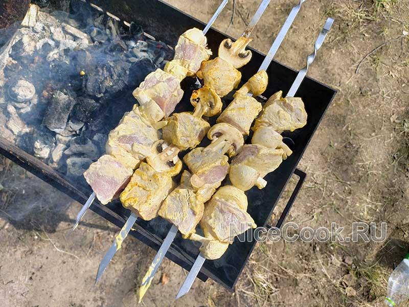 Шашлык из свинины в маринаде с майонезом - жарим шашлык