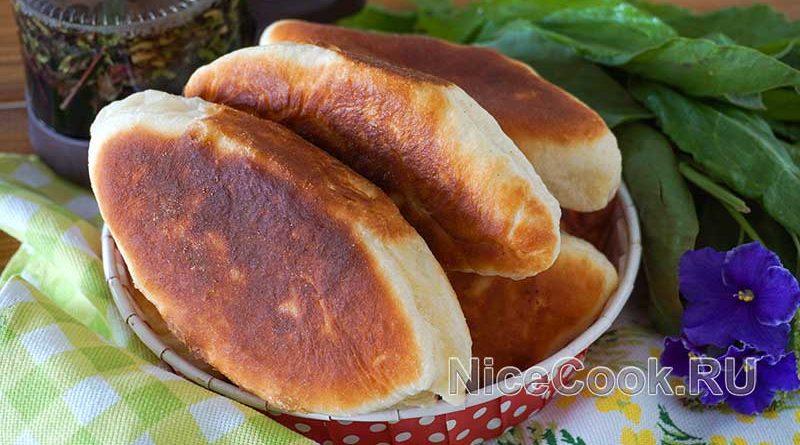 Жареные сладкие пирожки с щавелем - готовые пирожки