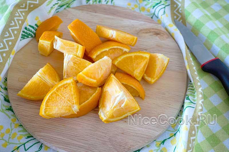 Домашний лимонад из замороженных апельсинов - нарезаем апельсины