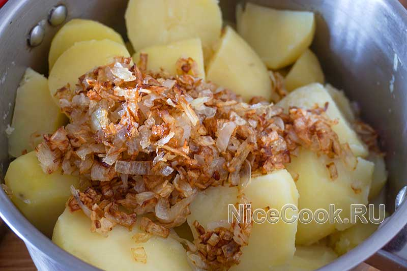 Кыстыбый с картошкой по-татарски - делаем пюре