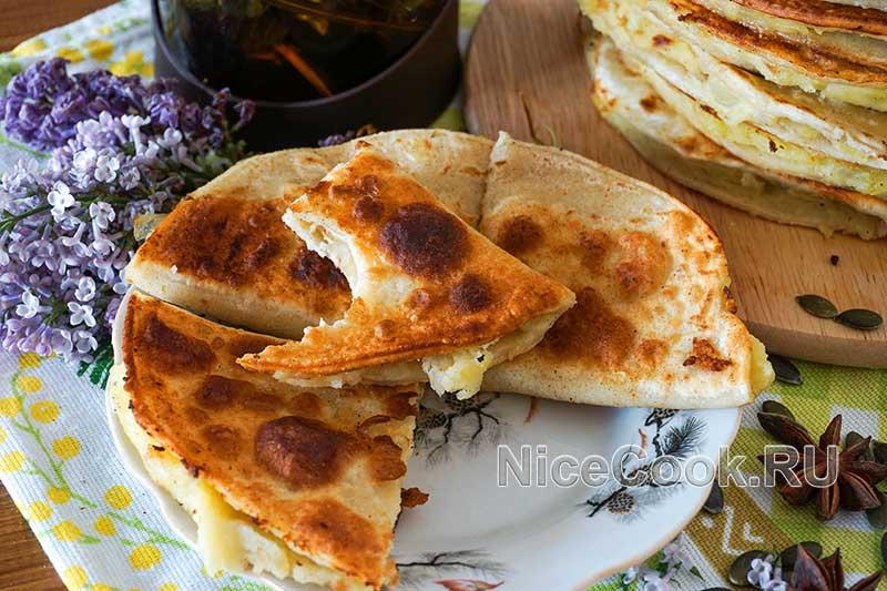 Кыстыбый с картошкой по-татарски - готовое блюдо