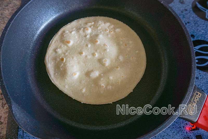 Кыстыбый с картошкой по-татарски - обжариваем тесто