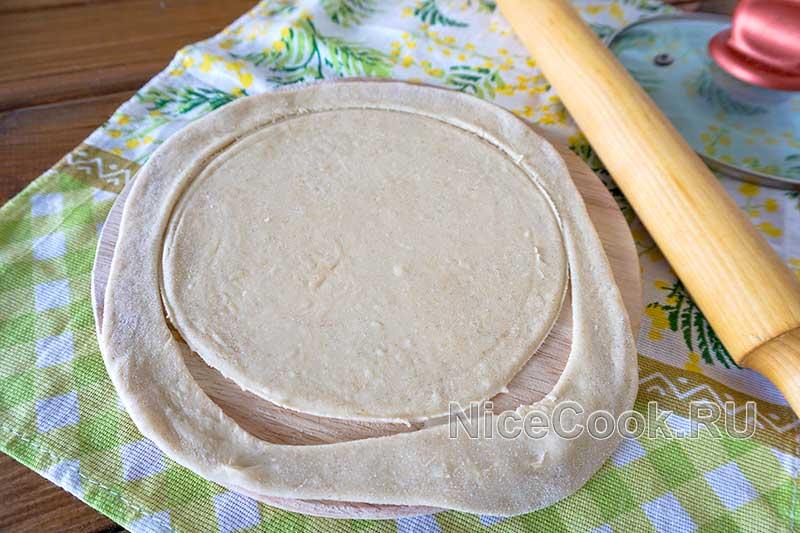 Кыстыбый с картошкой по-татарски - раскатываем тесто