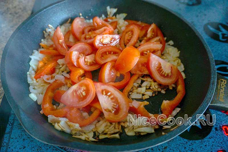 Шакшука по-израильски - обжариваем томаты